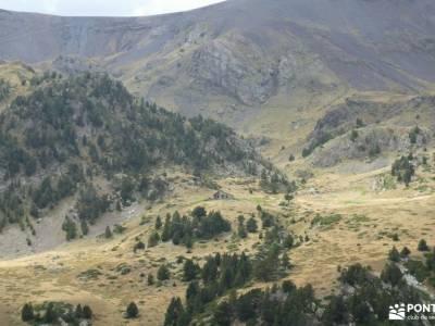 Andorra-País de los Pirineos; mochila de senderismo tarjeta federativa de montaña fotos del lago de